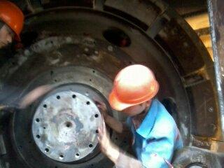 水泥厂磨辊轴维修