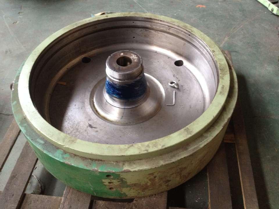 辊压机平油缸维修